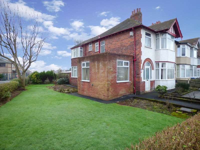 4 Bedrooms Link Detached House for sale in Warbreck Hill Road, Bispham, Blackpool