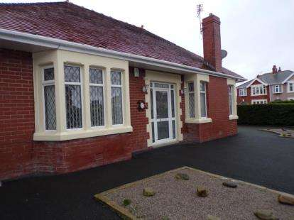 2 Bedrooms Bungalow for sale in Wetherby Avenue, Blackpool, Lancashire, FY4