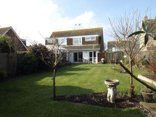3 Bedrooms Semi Detached House for sale in Glynde Crescent, Felpham, Bognor Regis, West Sussex