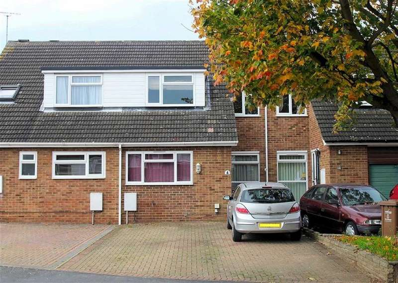 3 Bedrooms Terraced House for sale in Hampton Close, Bragbury End, SG2 8SP