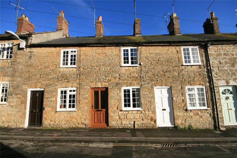 2 Bedrooms Terraced House for sale in George Street, Sherborne, Dorset