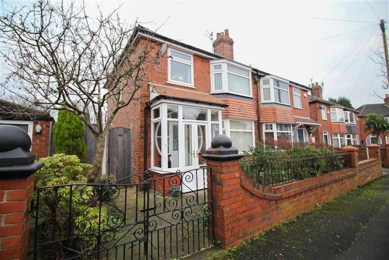 3 Bedrooms Semi Detached House for sale in Oak Drive, Denton, Manchester