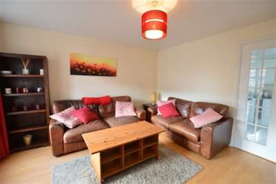 3 Bedrooms Town House for rent in Mill Chase Road, Wakefield