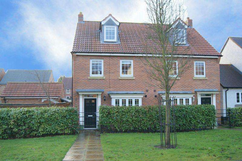 3 Bedrooms Semi Detached House for sale in Pach Way, Fernwood