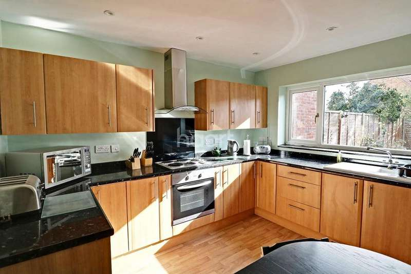3 Bedrooms Semi Detached House for sale in Chestnut Crescent, Bassingham
