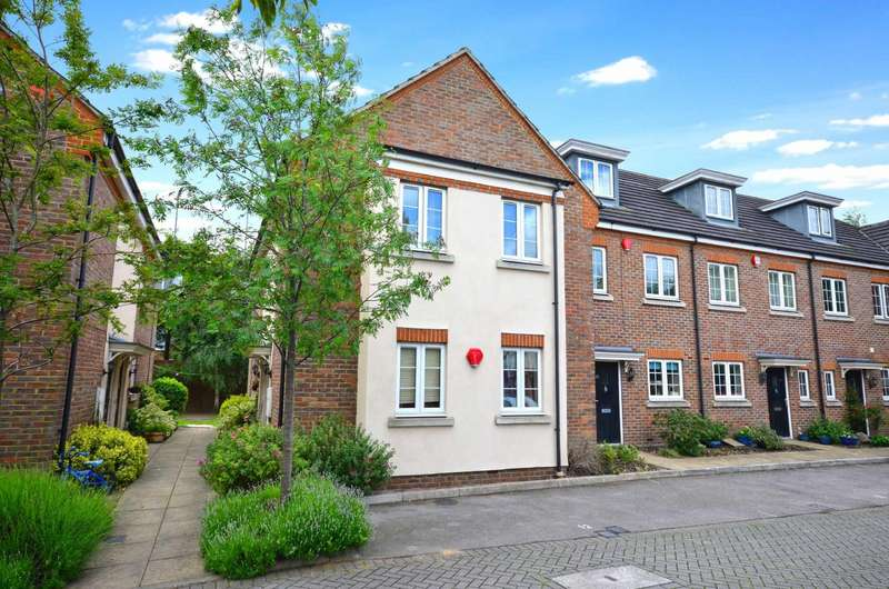 2 Bedrooms Maisonette Flat for sale in Christie Court, Watford, Hertfordshire, WD18