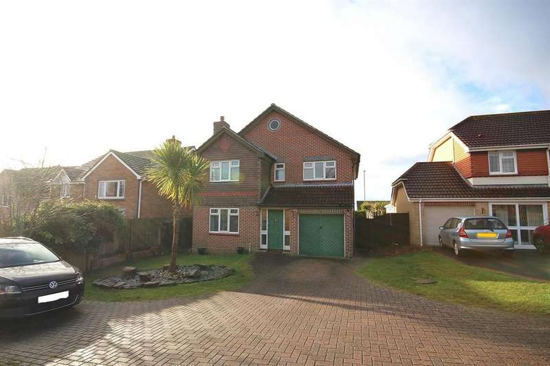 4 Bedrooms Detached House for sale in Spindle Close, Broadstone