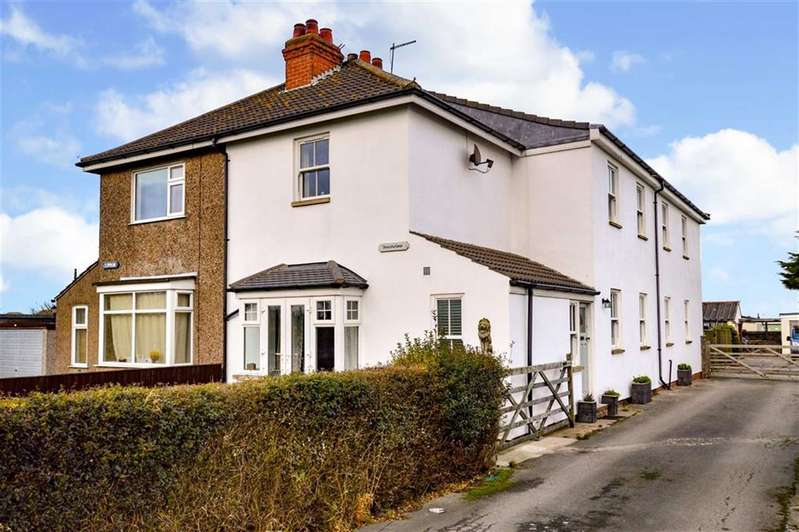 5 Bedrooms Semi Detached House for sale in Cliff Road, Hornsea, East Yorkshire