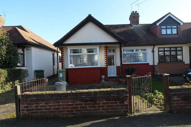 2 Bedrooms Semi Detached Bungalow for sale in Brackendale Gardens, Upminster, Essex, RM14