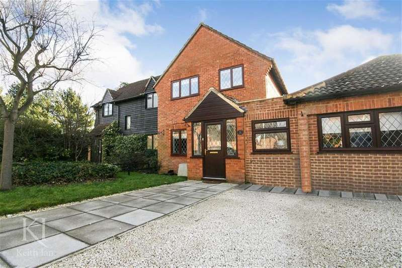 4 Bedrooms Semi Detached House for sale in Lower Meadow, Cheshunt