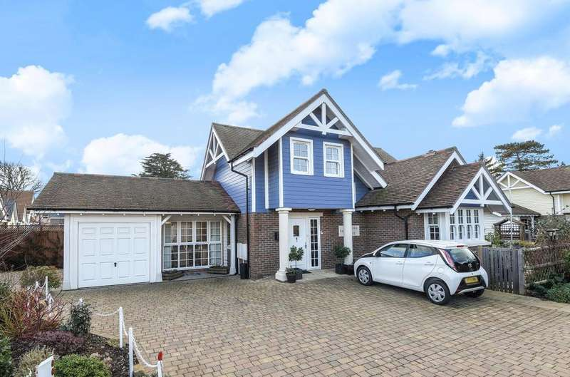 4 Bedrooms Detached House for sale in Bound Lane, Hayling Island, PO11