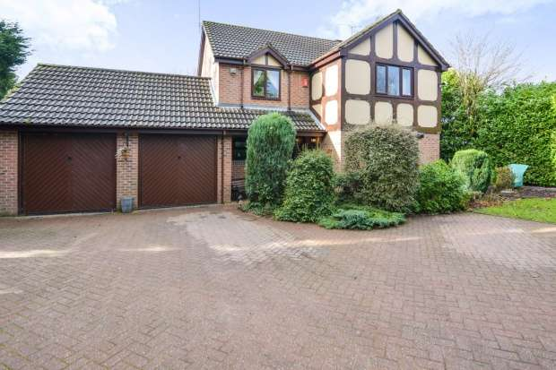 4 Bedrooms Detached House for sale in Glebe Court, Stoke-On-Trent, Staffordshire, ST10 1XU