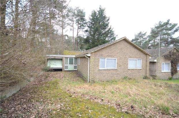 3 Bedrooms Detached Bungalow for sale in Wadham, Owlsmoor, Sandhurst