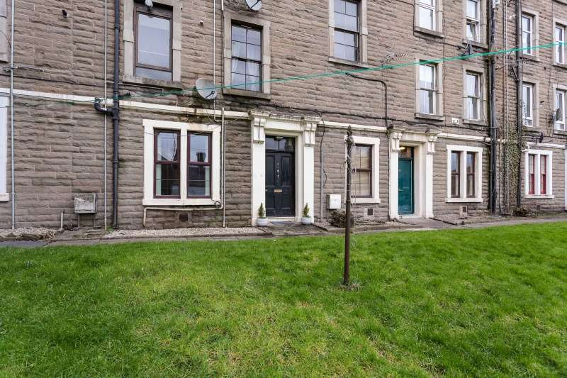 2 Bedrooms Ground Flat for sale in Constitution Road, Dundee, Angus, DD1 1LA