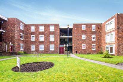 2 Bedrooms Flat for sale in Green Park, Bootle, Liverpool, Uk, L30