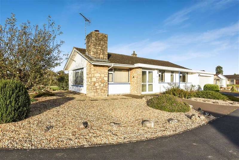 3 Bedrooms Detached Bungalow for sale in Silbury Road, Calne, Wiltshire
