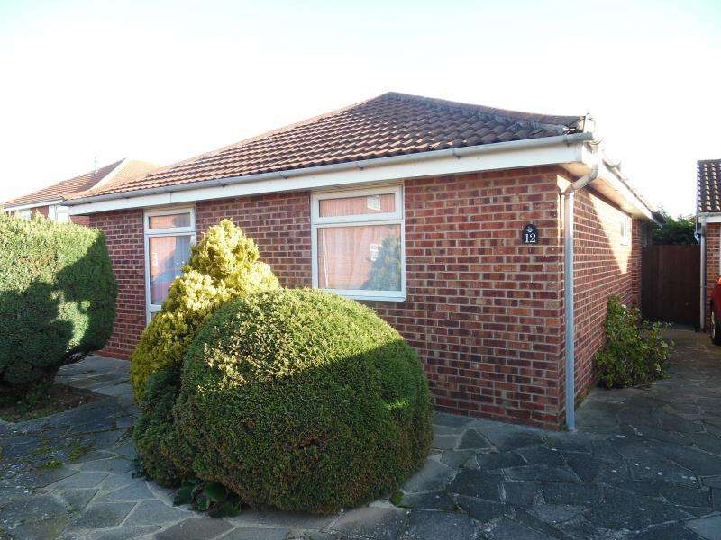 3 Bedrooms Bungalow for rent in Dorking Crescent, Clacton-On-Sea, Essex, CO168FQ