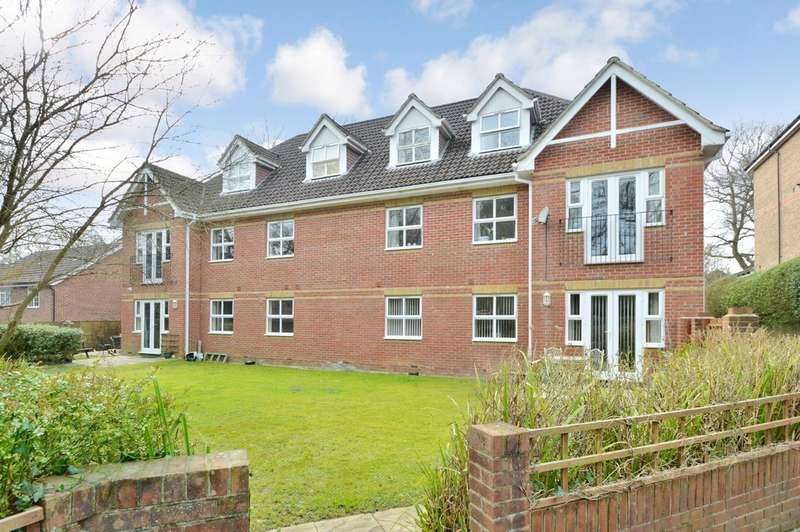 2 Bedrooms Flat for sale in The Oaklands, Hursley Road
