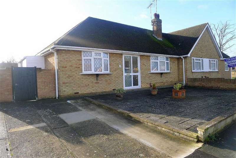 2 Bedrooms Semi Detached Bungalow for sale in Childscroft Road, Rainham