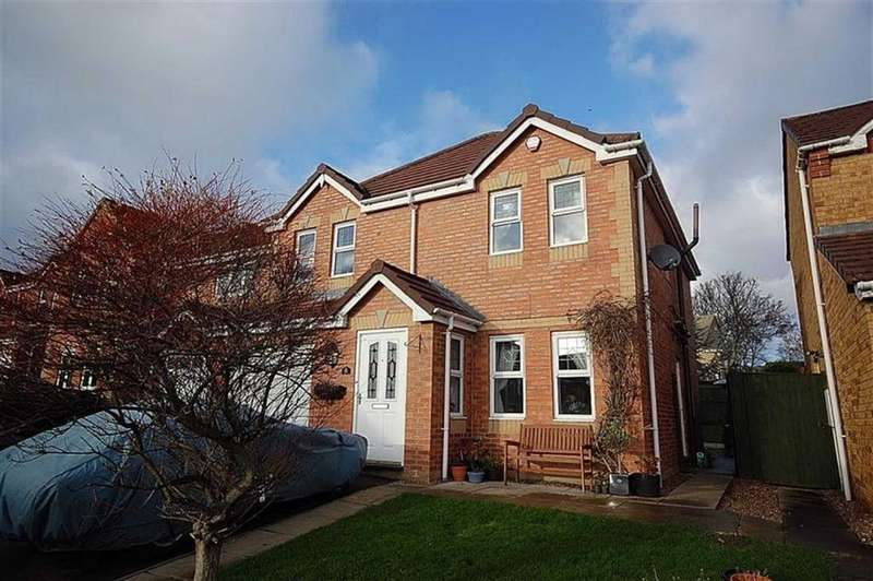 4 Bedrooms Detached House for sale in St Thomas Gardens, Bradley, Huddersfield, HD2
