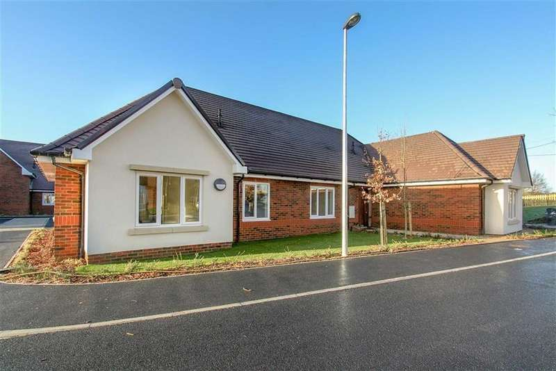 2 Bedrooms Bungalow for sale in Blenheim Court, Liss, Hampshire, GU33