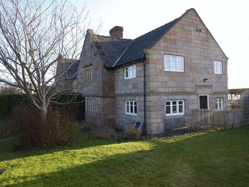 3 Bedrooms Semi Detached House for sale in Kingsley Road, Crowton, CW8 2RW
