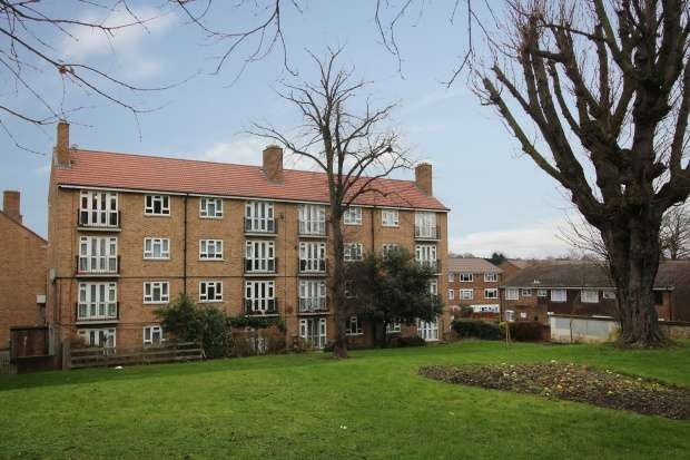 2 Bedrooms Apartment Flat for sale in Abbess Close, Brixton, Greater London, SW2 3BP