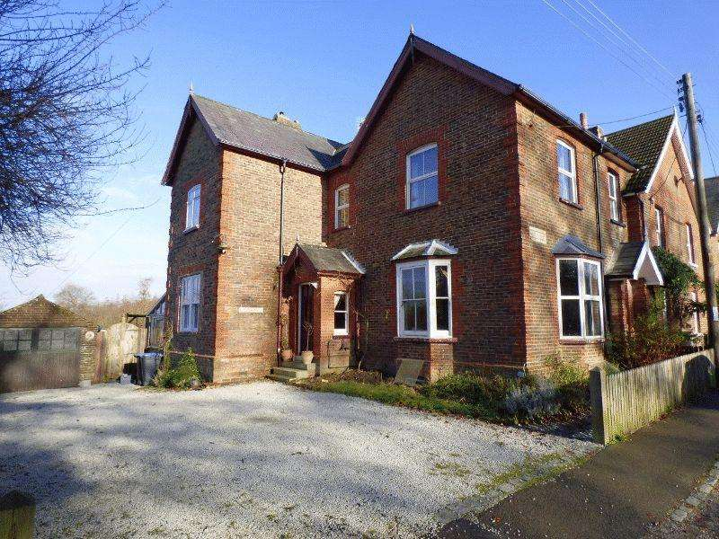 3 Bedrooms Semi Detached House for sale in Highbury Cottages, Handcross