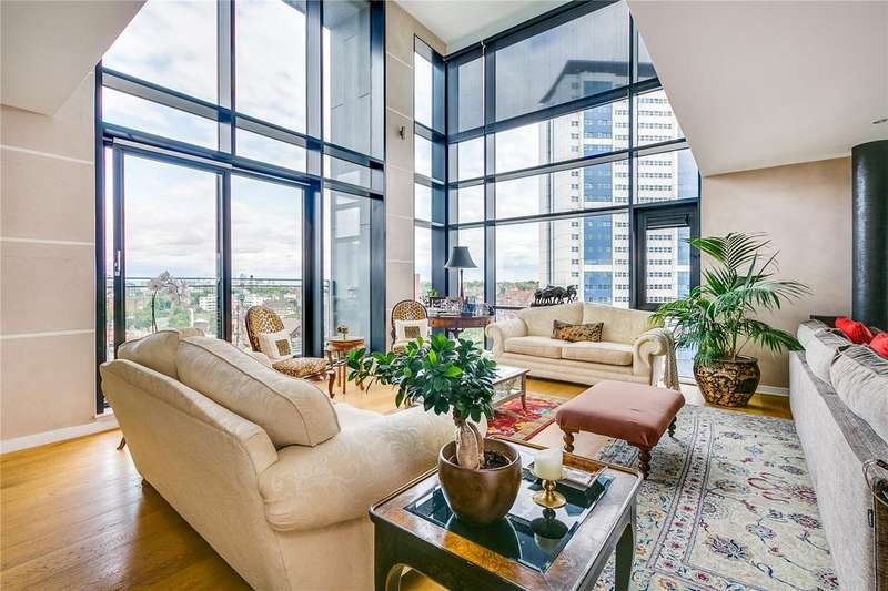 2 Bedrooms Flat for sale in Hardwicks Square, Wandsworth, London