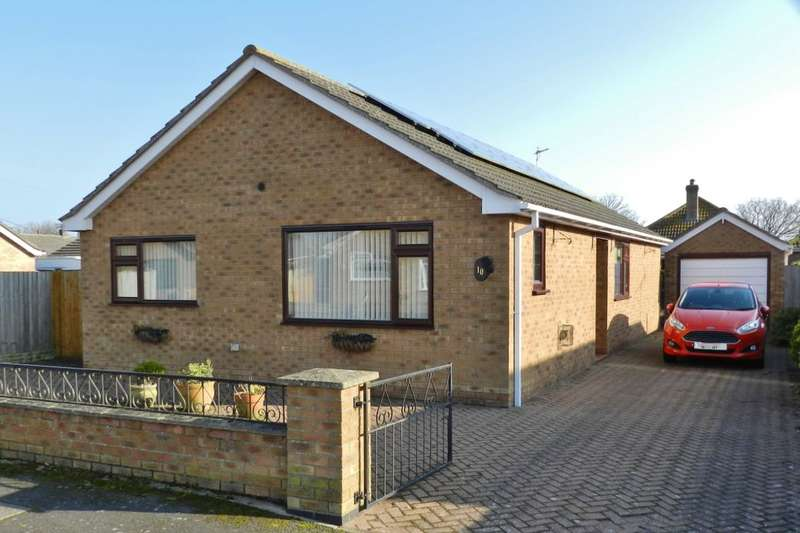 3 Bedrooms Detached Bungalow for sale in Parkinsons Way, Trusthorpe, Mablethorpe, LN12