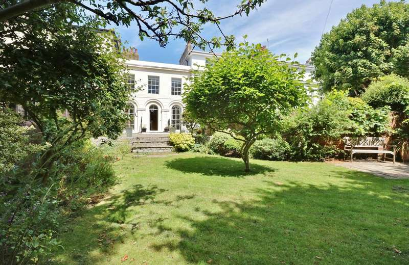 3 Bedrooms Terraced House for sale in Kent Road, Southsea