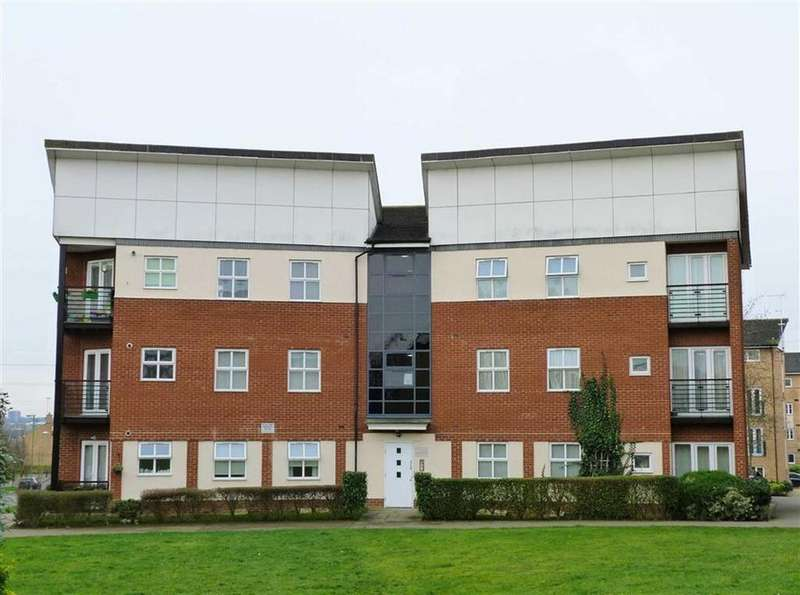 2 Bedrooms Flat for sale in Eddington Crescent, Welwyn Garden City