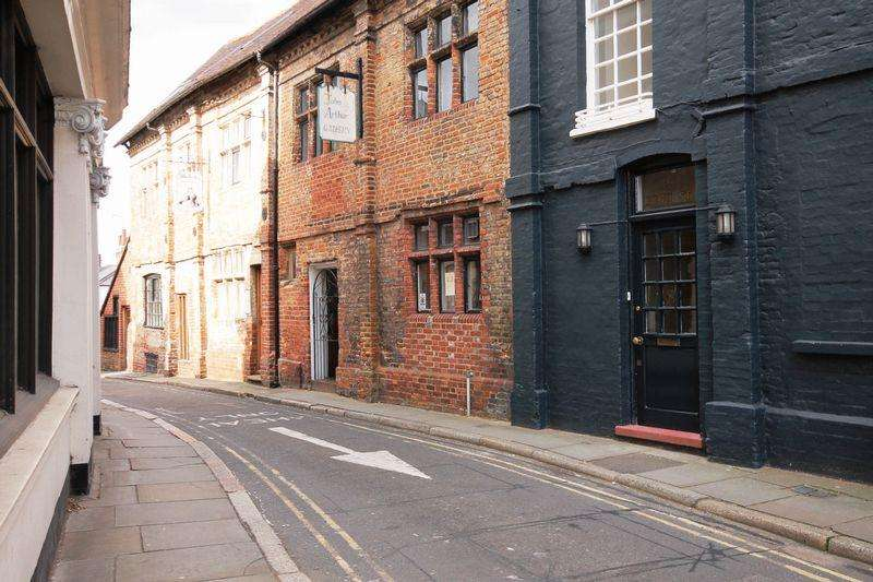 2 Bedrooms Apartment Flat for rent in High Street, Dorking