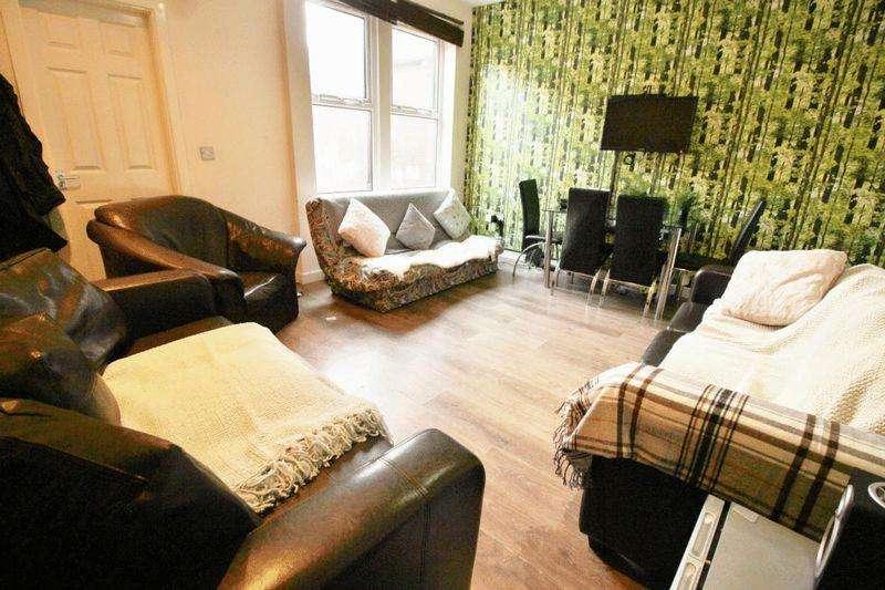 7 Bedrooms Terraced House for rent in Winston Gardens, Leeds