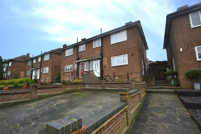 3 Bedrooms Semi Detached House for sale in St Johns Road, Collier Row