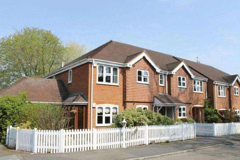 2 Bedrooms Apartment Flat for sale in BOOKHAM