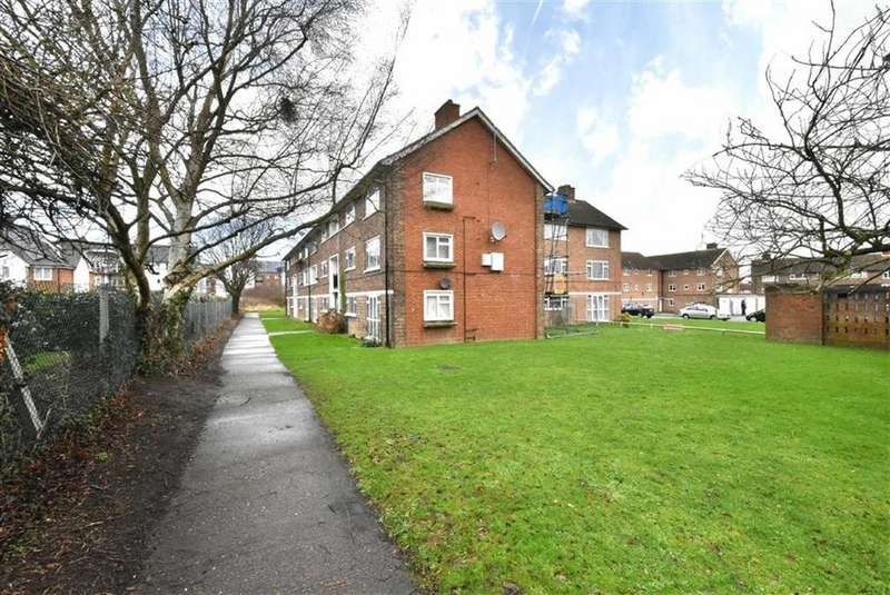 3 Bedrooms Flat for sale in Turpington Close, Bromley, Kent