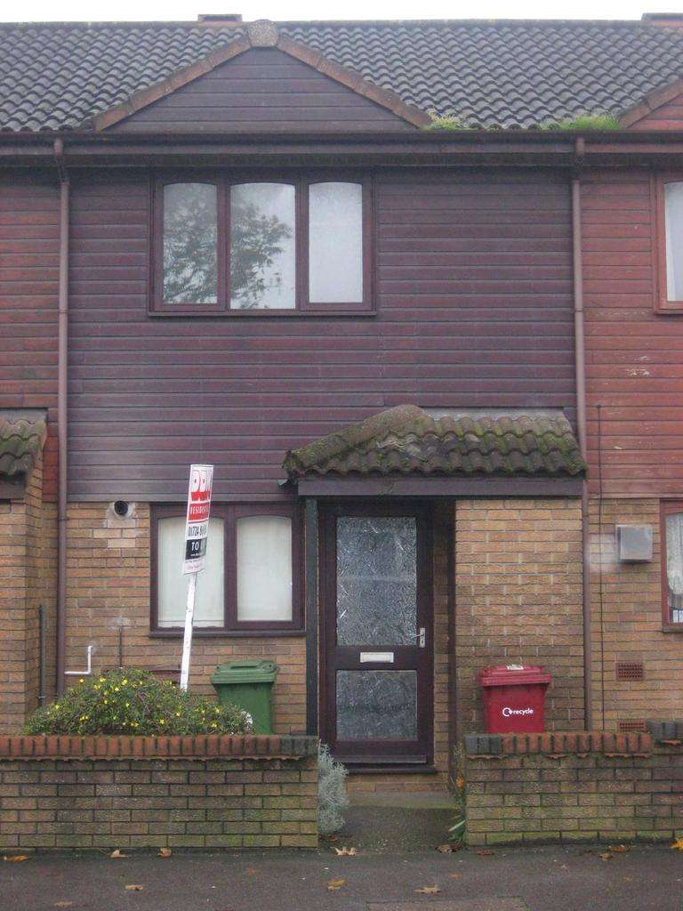 2 Bedrooms Terraced House for rent in Mackender Court, Ashby, North Lincolnshire, DN16