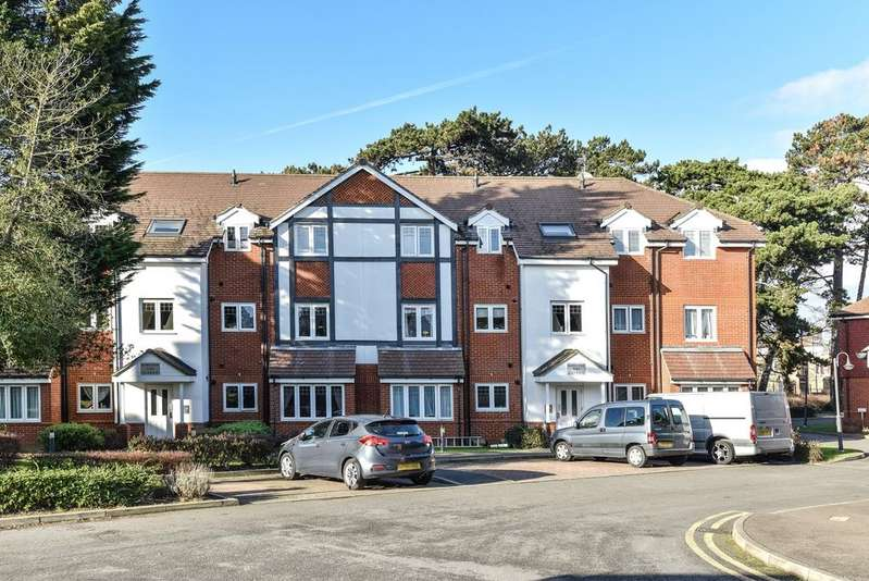 2 Bedrooms Flat for sale in Knotley Way West Wickham BR4