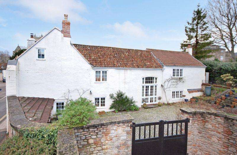 4 Bedrooms Unique Property for sale in Central Wells