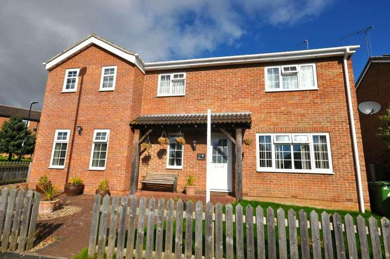 5 Bedrooms Detached House for sale in Bishops Way, Chaplegarth, Sunderland