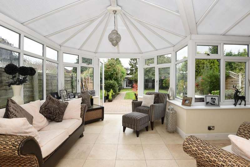 4 Bedrooms House for sale in Forest Drive, Theydon Bois, CM16