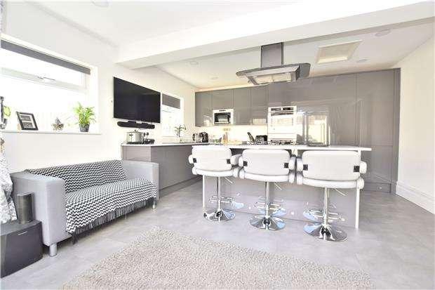 4 Bedrooms Detached House for sale in Creswicke Avenue, Hanham, BS15 3HB