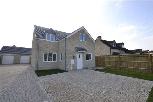 4 Bedrooms Detached House for sale in Alvescot Road, CARTERTON, Oxfordshire, OX18 3JN