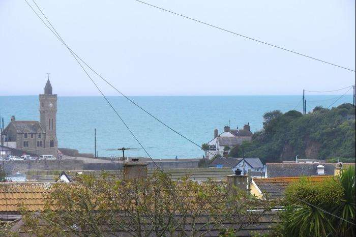 4 Bedrooms Town House for sale in 21, WEST VIEW, PORTHLEVEN, TR13