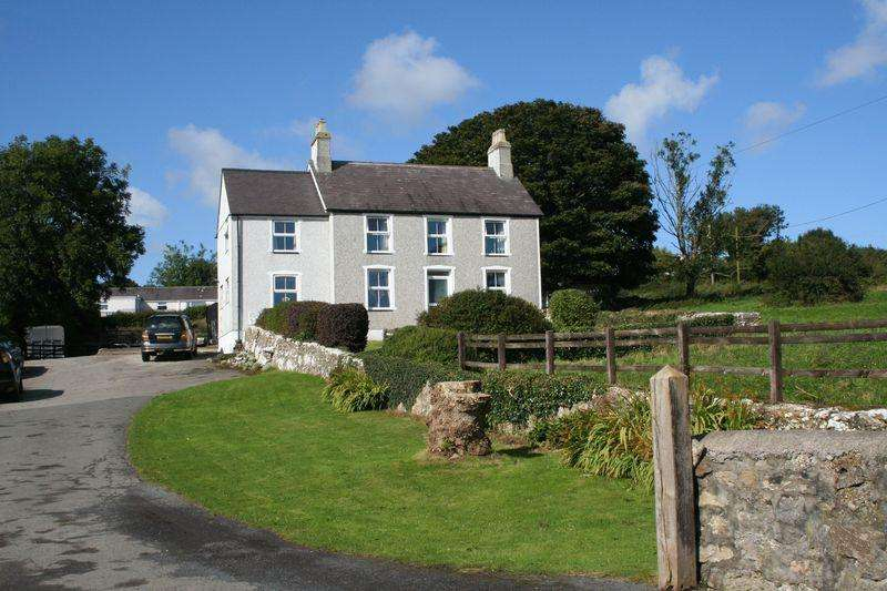 4 Bedrooms Detached House for sale in Tynygongl, Anglesey