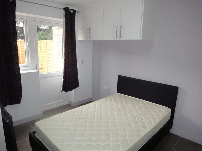 6 Bedrooms House Share for rent in Frankswood Avenue, West Drayton UB7