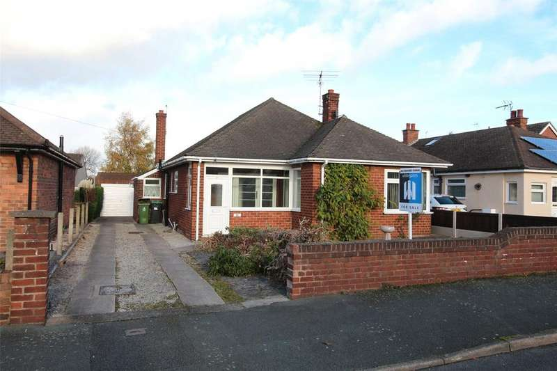 3 Bedrooms Detached Bungalow for sale in Camberley Drive, Wrexham, LL12