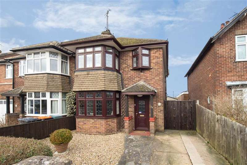 3 Bedrooms Semi Detached House for sale in Beacon Avenue, Dunstable, Bedfordshire, LU6