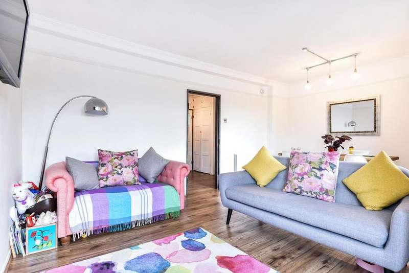 3 Bedrooms Flat for sale in Edensor Gardens, Chiswick